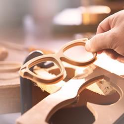 Burberry 纯手工眼镜制作过程