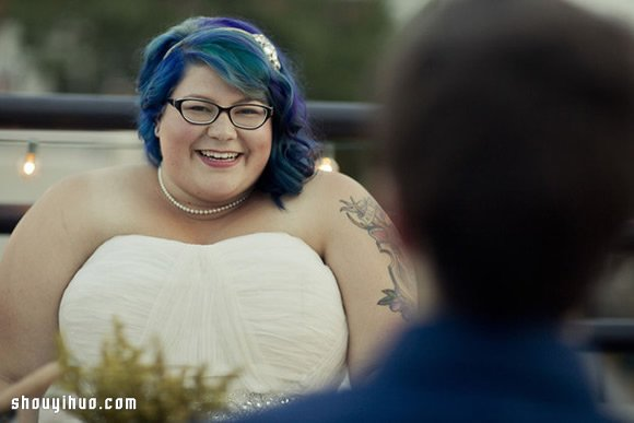 23位新娘大方在婚礼当天展示自己的幸福纹身