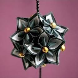 装饰花球的折法 手工折纸制作漂亮花球挂饰