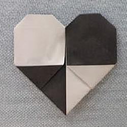 折纸两种颜色的爱心 双色桃心心形折法图