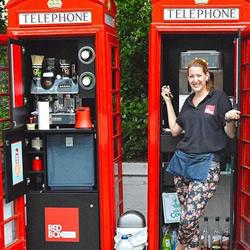 废弃电话亭改造 让失业者和流浪者开间小店