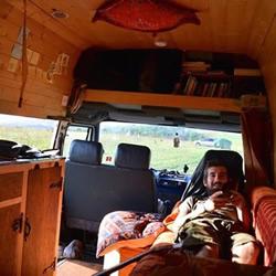 旧LDV厢型车 5个月改装成露营车环游世界