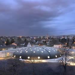 法国 Lingolsheim 蘑菇般穹顶公共游泳池