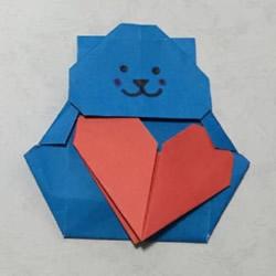 手工折纸抱爱心的小熊 可爱小熊的折法图解