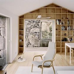 神秘感十足的新旧融合废墟别墅设计!