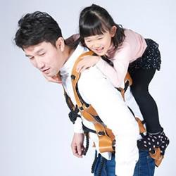 穿戴式攀爬背心 让爸爸成为孩子的大玩具!
