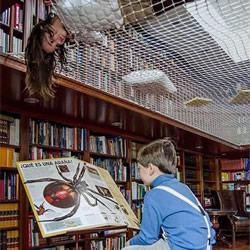 """图书馆安装""""阅读网"""" 变成儿童最爱游乐区"""