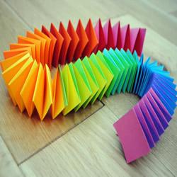 简单幼儿折纸彩虹弹簧的折法图解教程
