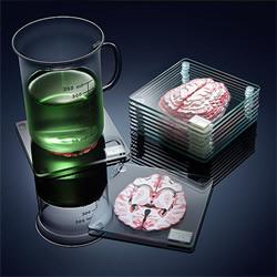 ThinkGeek 推出的大脑切片玻璃杯垫