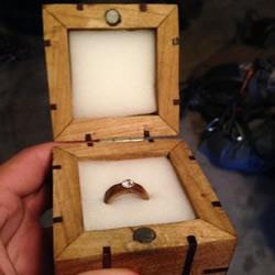 亲手自制戒指和戒盒 趁攀岩时向女友求婚