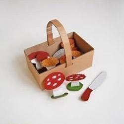 利用废纸箱DIY制作篮筐和蘑菇,玩采蘑菇游戏