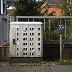 水泥墩和电箱都变房子 迷你建筑涂鸦美化环境