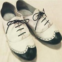 白色旧鞋子手绘改造DIY图解教程
