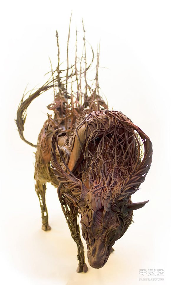 Ellen Jewett 用陶瓷捕捉野生動物的優雅靈性