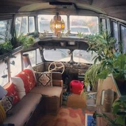 实现四海为家的梦想 旧面包车改造的温馨房车