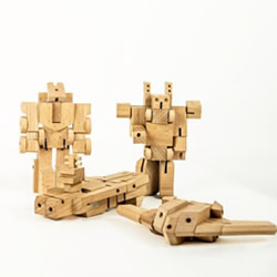 木头制作的变形金刚玩具 享受把玩木头的乐趣