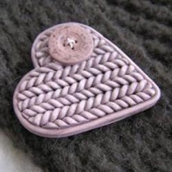用软陶或粘土DIY制作编织风爱心胸针的方