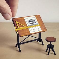 她辞退律师工作 只为完成制作微型家具的梦想