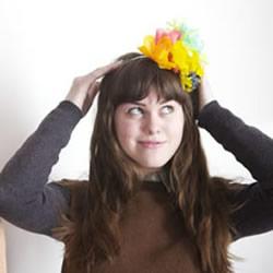 皱纹纸花的折法及制作美丽头箍的教程图