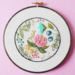 大自然之美:艺术家的精致刺绣把春天留