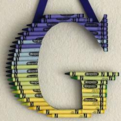 幼儿简单小手工 利用蜡笔制作字母装饰挂