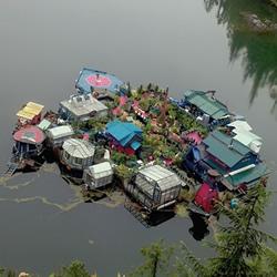 这对情侣花25年 打造了一座自给自足的小岛