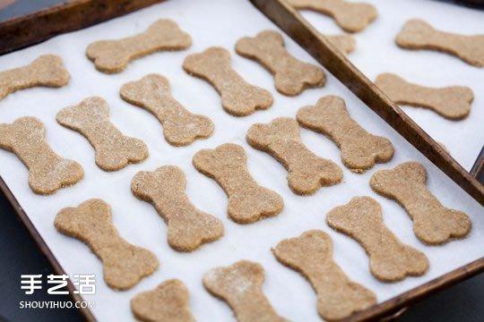 自制狗狗健康零食 骨头形状宠物饼干的做法