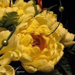 皱纹纸菊花的折法图解 黄菊花的做法过程教程