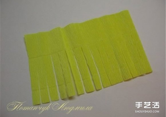 皱纹纸菊花的折法图解 黄菊花的做法过程教程 -  www.shouyihuo.com