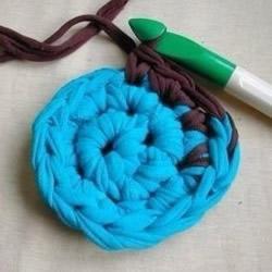 旧T恤编织地毯的方法步骤 漂亮的圆形地