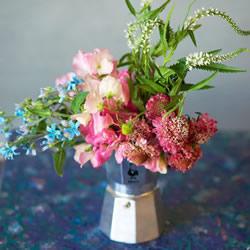 废旧咖啡机变身花器 朴实味道的花瓶DIY教程