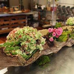 枯木废物利用DIY花盆 制作森林系插花装饰