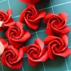 纸玫瑰的折法图解 简单旋转玫瑰折纸一步