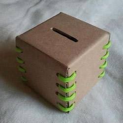 硬纸板手工制作儿童存钱罐的方法步骤图解