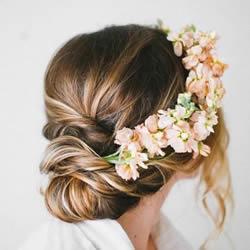 简约浪漫的婚礼盘发造型 供准新娘们参考!