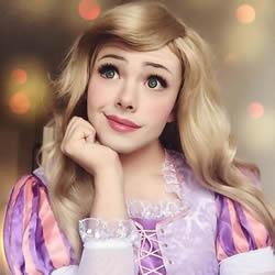 完美诠释迪士尼公主 真实身分却是男儿身?!