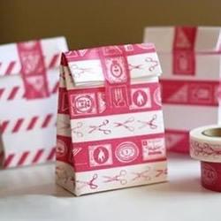 信封和花色胶带制作超好看的礼物包装纸