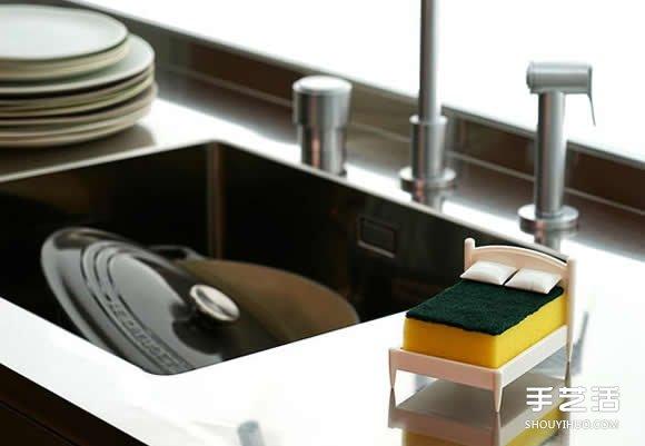 床鋪造型菜瓜布架 兼具趣味和實用性的設計