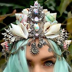 27岁澳洲花匠:利用贝壳和珠宝制作美人鱼皇冠
