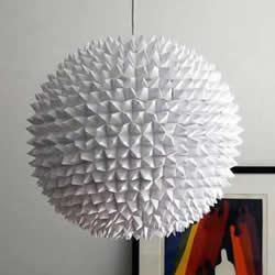 """用数百个""""东南西北""""制作的折纸吊灯灯罩"""