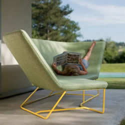或坐或躺都舒适 针对户外使用设计的沙发