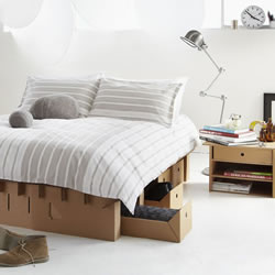 有三种折法的硬纸板床 买一张就等于买三