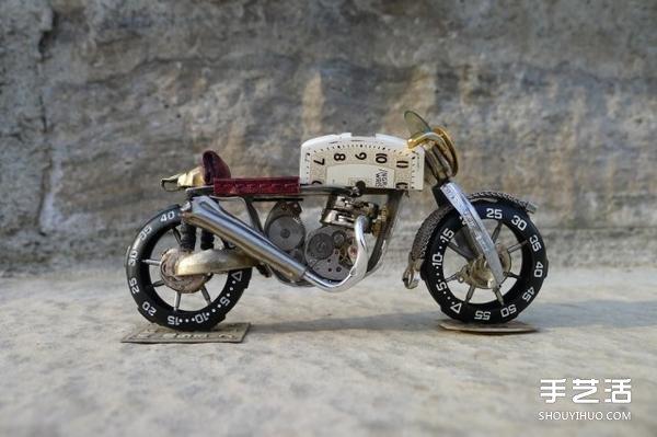舊手錶改造摩托車模型的手工作品圖片