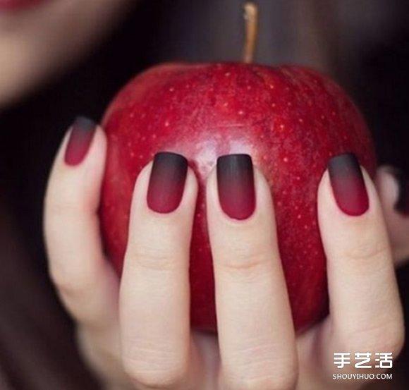 讓指甲也一起換秋裝 霧感指彩怎麼擦都時髦