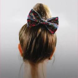 小巧浪漫的蝴蝶结发饰搭配 诱发你的少女心
