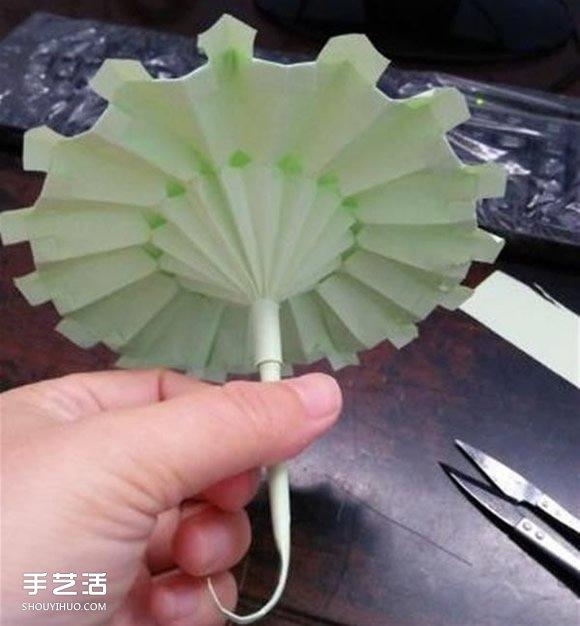 立体小雨伞的折法图解 儿童纸雨伞制作方法 -  www.shouyihuo.com