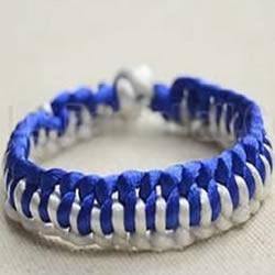 蓝白两色手链编织过程 青花瓷风手链DIY教程