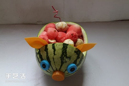 幼儿园小朋友利用水果蔬菜制作的拼贴画图案 -  www.shouyihuo.com
