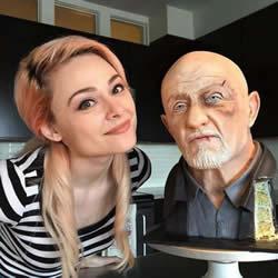 超逼真的人像蛋糕制作 还以为是个蜡像呢