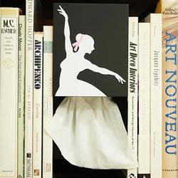 优雅的芭蕾舞女伶抽纸盒 拿纸瞬间好有艺术感